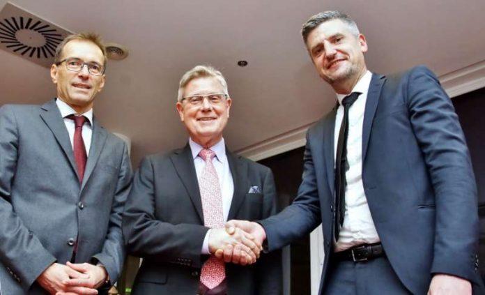 Begrüßt wurde Professor Dr. Schneider vom Vorsitzenden der Ärzte-Vereinigung, Dr. Jürgen Merke. (Foto Kreiskrankenhaus Bergstraße/Thomas J. Zelinger)