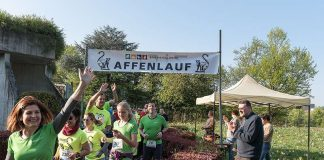 Gute Laune beim Affenlauf 2017: Auch der Zoodirektor feuert die Läufer an. (Foto: Susi Fischer/Zoo Heidelberg)