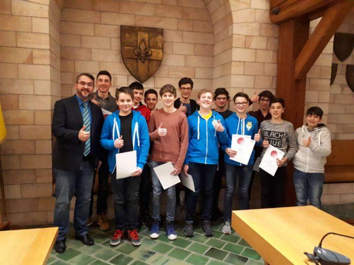 Die Jugend forscht AG feierte ihren Neujahrsempfang im Ratssaal. (Foto: Stadtverwaltung Neustadt)