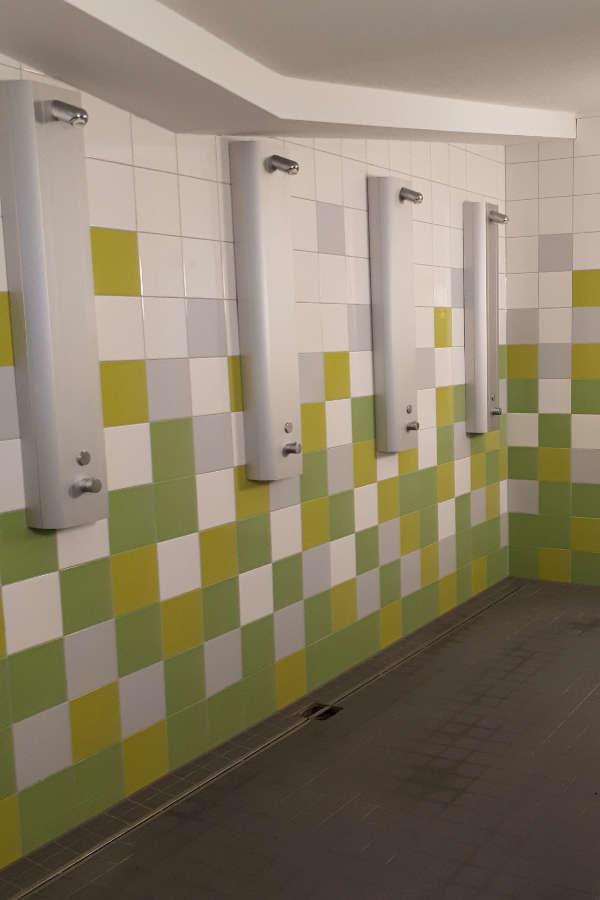 Der frisch sanierte Sanitärbereich der Turnhalle im Landauer Stadtdorf Dammheim. (Foto: Stadt Landau in der Pfalz)
