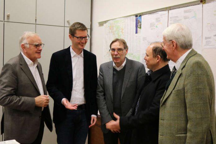 v.l.: Manfred Müller-Jehle (Gewerbeverein), Jens Stuhrmann (Wirtschaftsförderer), Jürgen Sattler (Gewerbeverein), Dirk Ahlheim (IG Hintere Mult), Dr. Peter Schuster (Vereinigung Weinheimer Unternehmen) (Foto: IG Hintere Mult)
