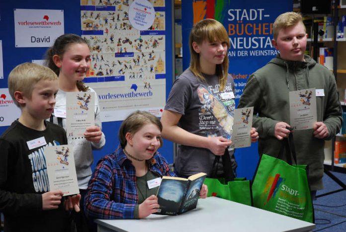 David, Esther, Josepha, Leo und sitzend die Stadtsiegerin Caroline (v. li.). (Foto: Stadtverwaltung Neustadt)