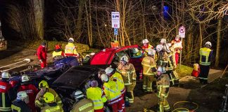 Es wurde ein schwerer Verkehrsunfall simuliert (Foto: Helmut Dell)