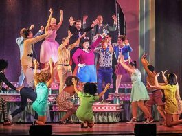 Hairspray - Das Broadway Musical 2018 Rosengarten Mannheim (Foto: Boris Korpak)