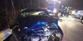 Bei einem Frontalzusammenstoß auf der Bundesstraße 270 in der Gemarkung Stelzenberg sind am späten Montagabend sechs Menschen leicht verletzt worden.