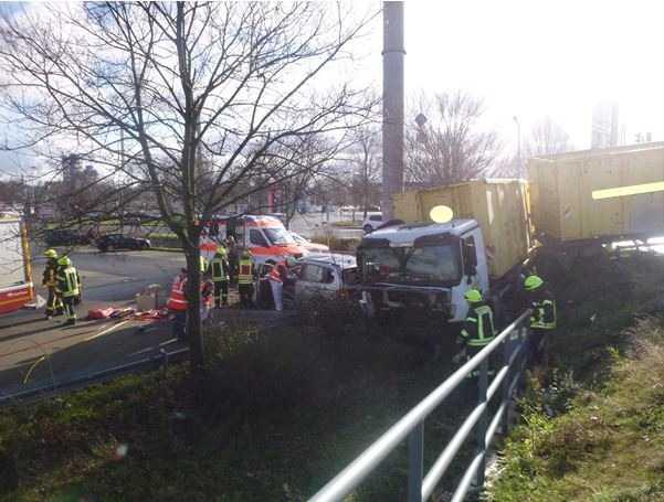 Schwerer Verkehrsunfall durch Missachtung von Rotlichts