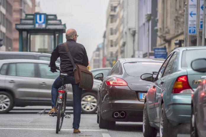 Vor allem im Stadtverkehr: Weg vom Auto, hin zum Fahrrad – das fordert der ADFC Rheinland-Pfalz als langfristige Strategie. (Foto: ADFC/Gerhard Westrich)