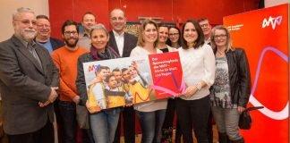 MVV-Vertriebsvorstand Ralf Klöpfer (Mitte) dankte den Vertreterinnen und Vertretern der unterstützten Projekte. (Foto: MVV Pressebild)