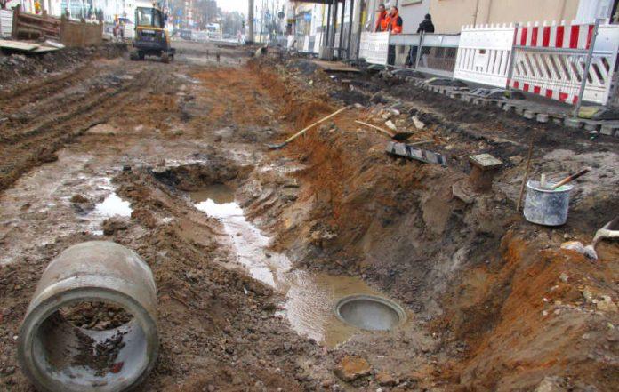 Bauarbeiten aufgrund Wasserschadens in der Straße Am Dornbusch (Foto: Amt für Straßenbau und Erschließung Frankfurt)