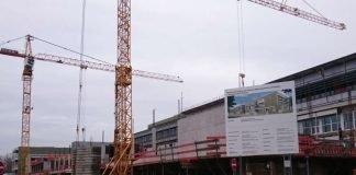 Schon weit fortgeschritten sind die Rohbauarbeiten am ersten Neubauabschnitt des Beruflichen Bildungszentrums Ettlingen. (Foto: Landratsamt Karlsruhe)