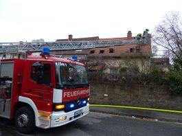 Löscharbeiten im Außenangriff (Foto: Feuerwehr Neustadt)