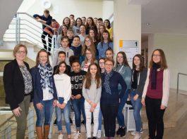 """Über 30 Schüler und Schülerinnen des """"Collège Philippe Grenier"""" sind zum Schüleraustausch nach Sinsheim gekommen. (Foto: Stadt Sinsheim)"""