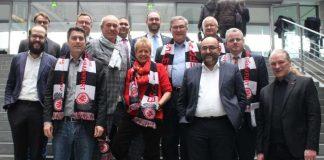 Peter Fischer wurde zum Ehrenmitglied des Fanclubs der Frankfurter Eintracht im Deutschen Bundestag ernannt (Foto: Ulli Nissen, MdB)