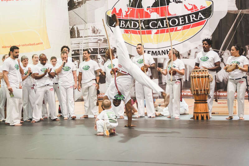 Der Verein Capoeira Karlsruhe bietet Kinderkurse im Gymnastikraum der Grundschule Rintheim an (Foto: Gregor Schwind)