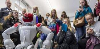 Ob Studium oder Ausbildung: Beim Girls' Day informiert das KIT über Berufsperspektiven. (Foto: Tanja Meißner, KIT)