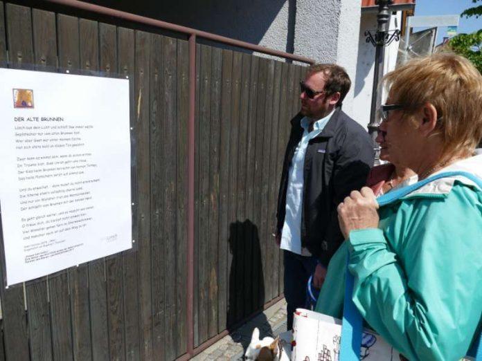 """Aktion """"Poesie fürs Hoftor"""" (Foto: Stadt Lorsch)"""