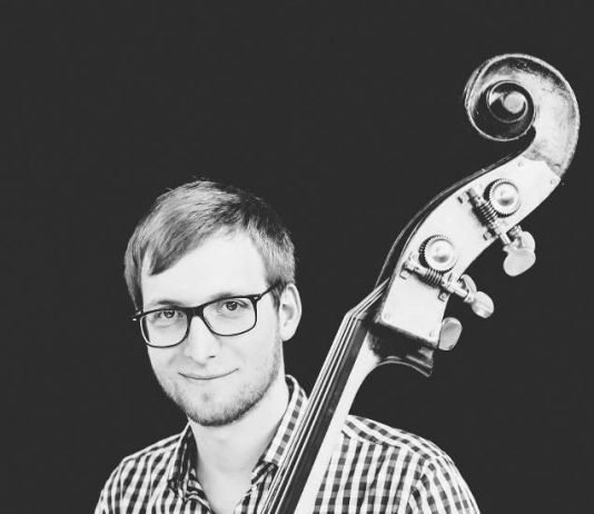 Solokontrabassist Jens Veeser (Foto: Annemone Taake)