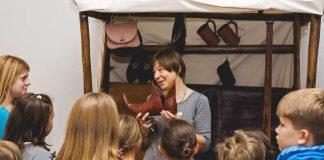 Kinder in der Robin Hood Ausstellung (Foto: Historisches Museum der Pfalz Speyer, Carolin Breckle)