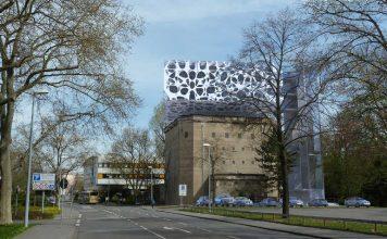 Ein ehemaliger Luftschutzbunker, der zum BASF-Standort Ludwigshafen gehört, wird um einen Gebäudeteil erweitert. Die vorgehängte Fassade besteht aus organischen Formen aus Metall, sie spielt mit Licht und Schattenwirkungen. BASF-Designer werden in dem neuen Gebäudeteil gemeinsam mit Kunden neue Produkte entwickeln. (Foto: BASF SE)
