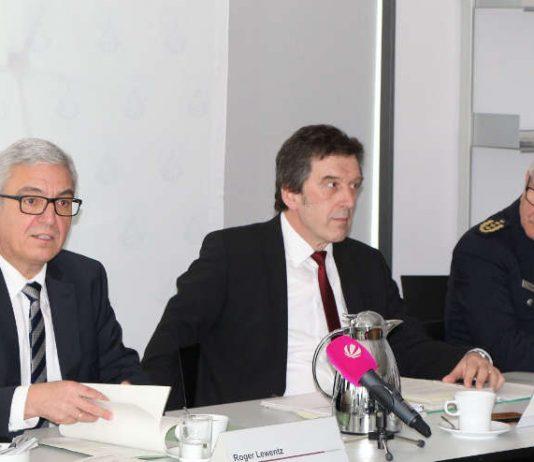 v.l.: Innenminister Roger Lewentz, Johannes Kunz (Präsident LKA) und Jürgen Schmitt (Inspekteur der Polizei) (Foto: MdI)