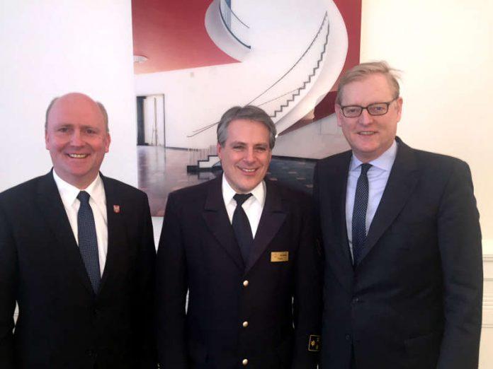 Designierter neuer Feuerwehrchef Karl-Heinz Frank mit Uwe Becker und Markus Frank (Foto: Stadt Frankfurt)
