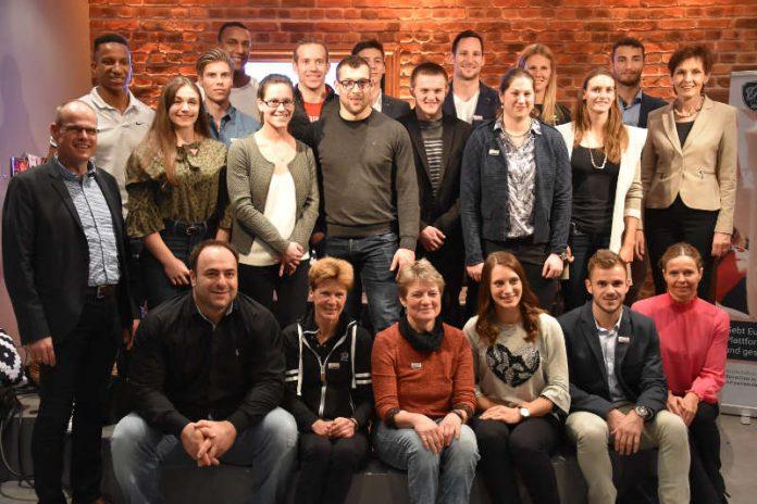 Haben sich auch für 2018 eine Menge vorgenommen: Die rheinland-pfälzischen Spitzensportler mit LSB-Präsidentin Karin Augustin (ganz rechts) und LSB-Vizepräsident Jochen Borchert (ganz links). (Foto: LSB)