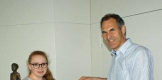 Durfte Landrat Dietmar Seefeldt am Girls'Day begleiten: Carolin Herty (Foto: Kreisverwaltung Südliche Weinstraße)