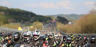 """Viele tausend Biker kommen jedes Jahr zum Motorrad-Gottesdienst """"Anlassen"""". (Foto: Nürburgring)"""
