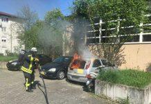 Auto brennt in der Händelstraße aus Foto: Sven Lillig