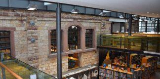 Modernes Angebot hinter historischen Mauern: Die Landauer Stadtbibliothek heute (Foto: Stadt Landau in der Pfalz)