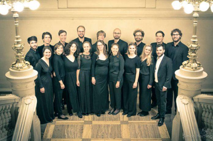 """""""Neuer Kammerchor Berlin"""" unter Leitung von Adrian Emans (Foto: Simon Hertling)"""