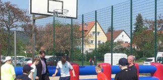 Für den ultimativen Kick: Ein mobiles Fußballfeld und Bubbles zum Toben. (Foto: Stadtverwaltung Neustadt)