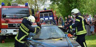 Übung der Feuerwehr beim Tag der offenen Tür (Foto: Feuerwehr Landau-Land)