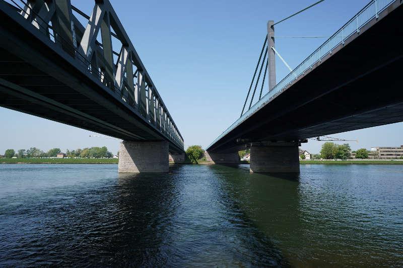 Die Rheinbrücke Karlsruhe-Maxau (Foto: Holger Knecht)