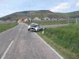 Weyher: Ungenaues Navi leitet PKW in Wassergraben