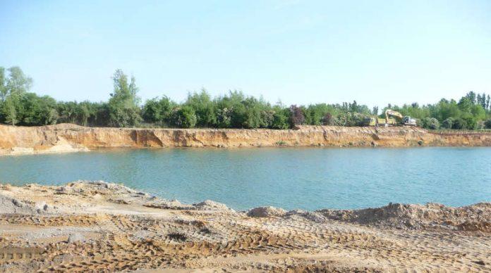 Baggersee eines Kies-Abbaubetriebs – hier ist Baden strengstens verboten. (Foto: RP Darmstadt)