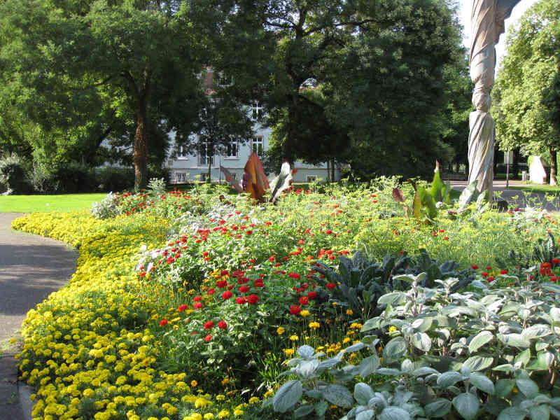 Neue Sommerblumen ersetzen bald die Karlsruher Frühjahrsbeete. (Foto: Stadt Karlsruhe)