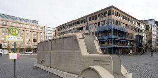 """Denkmal """"Die grauen Busse"""" (Foto: Holger Knecht)"""