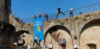 Das Landesturnfest macht auch Stadion auf der Burgruine Windeck (Foto: BTB / Bernd Hentschel)