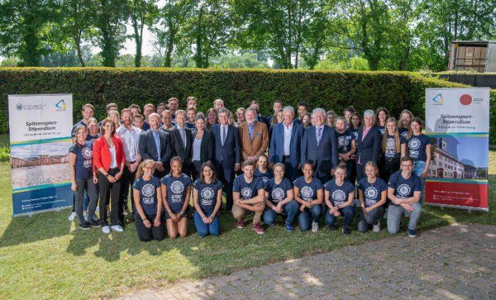 Gruppenbild mit den Spitzensportlern (Foto: Spitzensport-Stipendium MRN Rhein-Neckar gGmbH)
