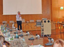 Helferschulung im Rathaus: OB Kissel begrüßt die Freiwilligen. (Foto: Stadtverwaltung Worms)