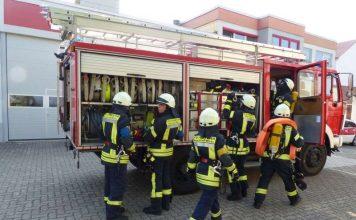 Aufbau eines Löscheinsatzes (Foto: Feuerwehr Neustadt)