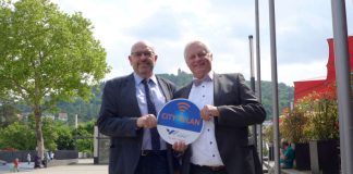 OB Heiner Bernhard und Stadtwerke-Geschäftsführer Peter Krämer (Foto: Stadt Weinheim)