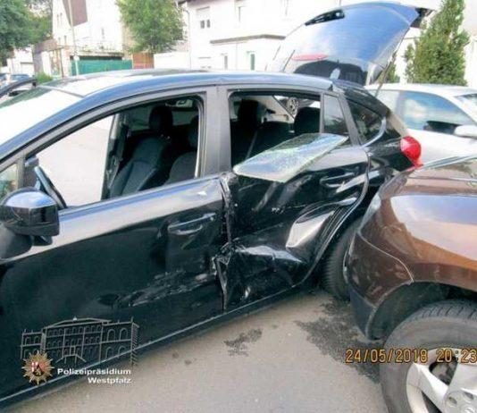 Beim Wenden auf der Fahrbahn kam es zum Zusammenstoß der beiden Fahrzeuge, die dabei erheblich beschädigt wurden