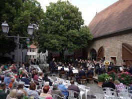 Das Landespolizeiorchester Rheinland-Pfalz im historischen Von-Busch-Hof (Foto: Holger Knecht)