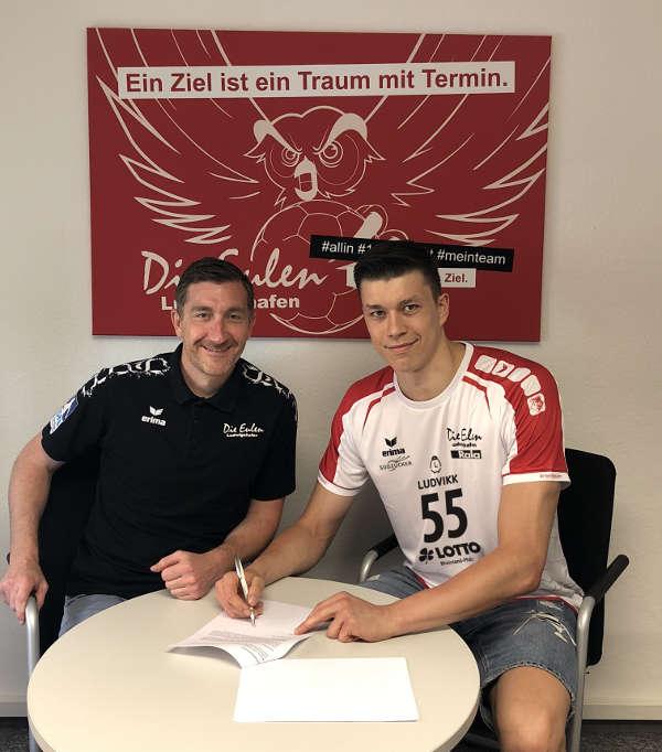 Azat Valiullin (r.) und Eulen-Geschäftsführer Marcus Endlich (Foto: Lisa Hessler)