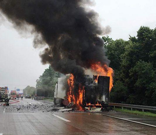 Einsatz wegen eines brennenden Lkw auf der A5 bei Dossenheim (Foto: Landratsamt Rhein-Neckar-Kreis)