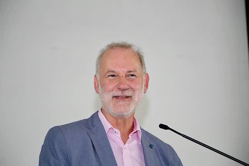 Rolf Metzger hinterlässt als stellv. Schulleiter große Fußspuren an der BBS Landau (Foto: BBS Landau)