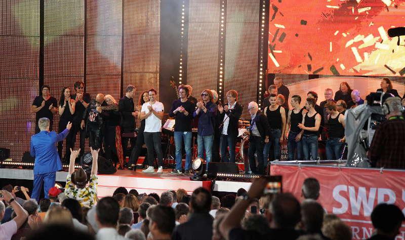 Die Stars auf der SWR-Bühne (Foto: Holger Knecht)