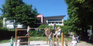 Spielende Kinder am Klettergerüst (Foto: Stadtverwaltung Weinheim)